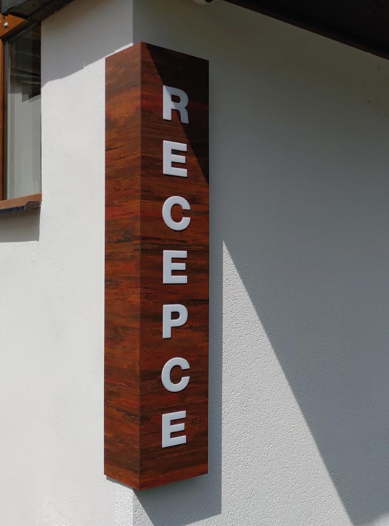 reakce_kurim_reklamni_komunikacni_centrum_svetelne_reklamy_hotel_atlantis